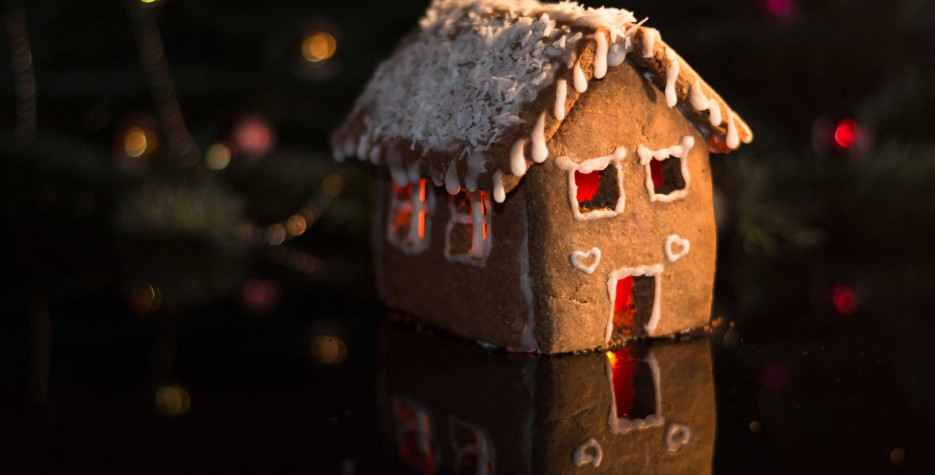 Gingerbread House Day around the world in 2021