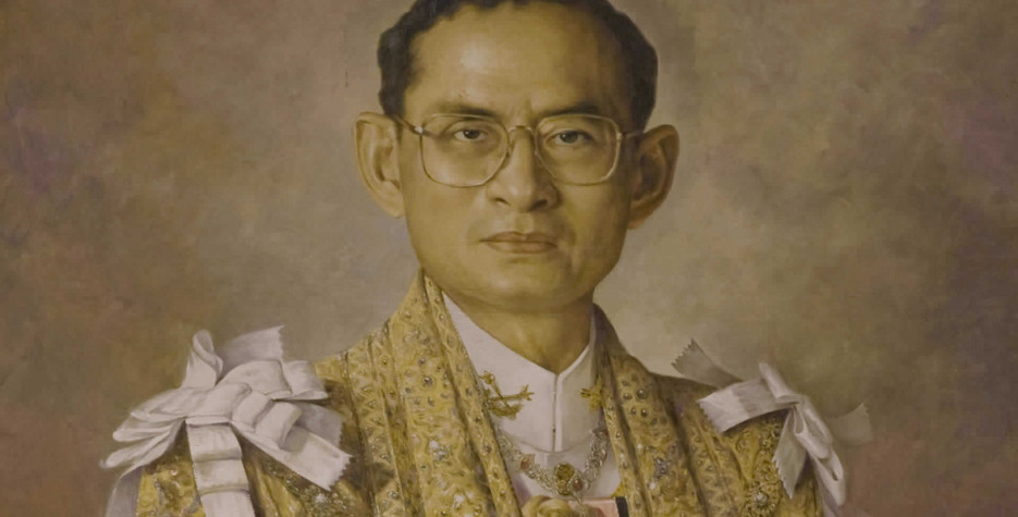 Commemorates a speech in 1991 by King Bhumibol which asked people to value knowledge, love and unity.